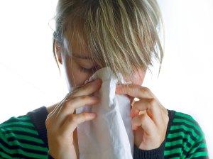woman_sneezing_894326_54591782